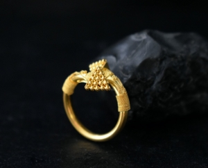 22k gold arrow ring