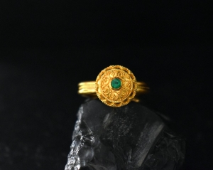 22k gold emerald ring
